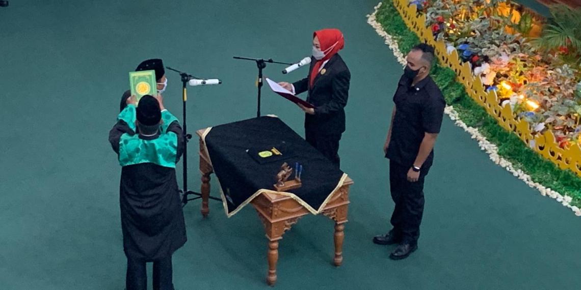Pembacaan sumpah dan janji Pergantian Antar Waktu DPRD Tanjungpinang Oleh Nasrul menggantikan Alm Muhammad Arif yang dipandu oleh Ketua DPRD Tanjungpinang